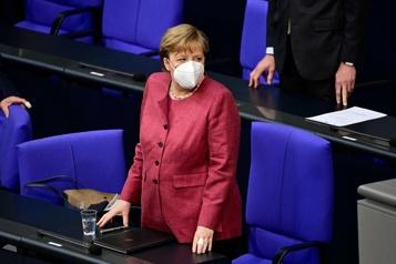 Angela Merkel reçoit une première dose du vaccin AstraZeneca)