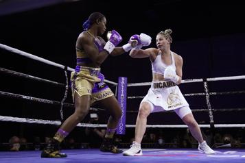 Boxe Marie-Ève Dicaire à court de moyens devant Claressa Shields)
