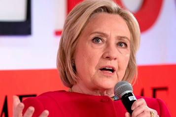 Hillary Clinton s'en prend à une candidate démocrate, «la favorite des Russes»
