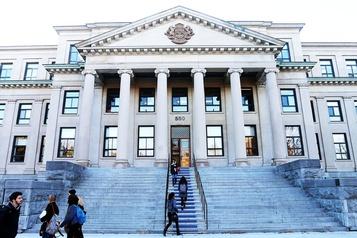Controverse à l'Université d'Ottawa Défendre la liberté universitaire)
