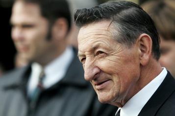 Gary Bettman rend hommage à Walter Gretzky)
