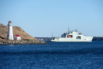 Halifax accueille le NCSM Harry DeWolf pour l'Arctique et la patrouille)