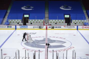 Les Canucks tiennent un entraînement à huis clos)