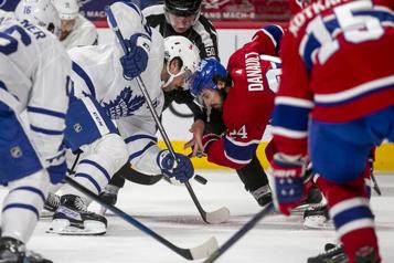 Canadien-Maple Leafs Tomas Tatar de retour, Cayden Primeau devant le filet)
