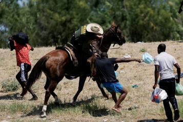 Migrants refoulés à cheval Biden veut faire «payer» les gardes-frontières)