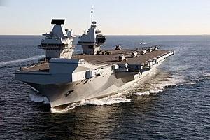 Le porte-avions Queen Elizabeth appareille pour ses derniers essais en mer )