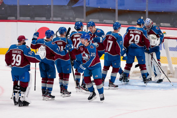 L'Avalanche rosse les Blues 8-0)