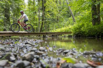 Le Québec dans tous ses éléments Montebello à vélo)