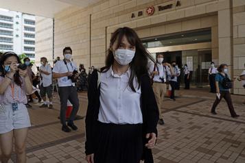 Hong Kong: la militante pour la démocratie Agnes Chow arrêtée)