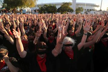 Des milliers de Chiliennes manifestent contre les agressions