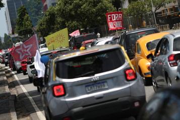Brésil Des milliers de manifestants contre la gestion de la pandémie par le président Bolsonaro)