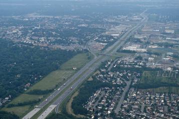 Québec allonge 1,5milliard pourl'autoroute15)