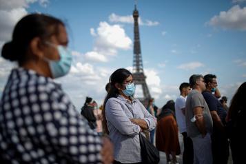 En France, la menace d'une reprise incontrôlée de l'épidémie plane)