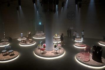 La chaise médaillon de Christian Dior revisitée par 17designers)