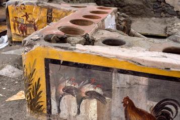 Un fast-food antique découvert intact à Pompei)