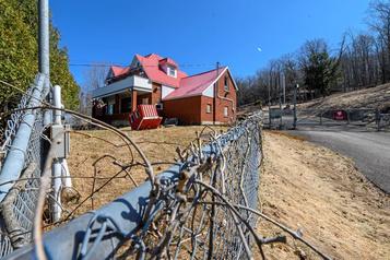 Sherbrooke: débat sur le sort du bunker des Hells Angels)