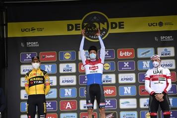 Tour des Flandres Mathieu vanderPoel l'emporte, Julian Alaphilippe chute)