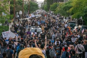 Les manifestants américains bravent le coronavirus «pour le bien de la nation»)