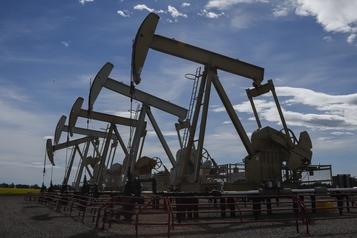 Le pétrole commence la semaine en baisse)