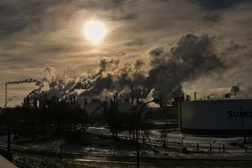 Émissions de GES Bientôt des cibles contraignantes, affirme Ottawa)