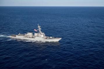 Un navire de guerre américain croise dans le détroit de Taïwan)