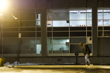 Une juge questionne l'imposition du couvre-feu aux sans-abri)