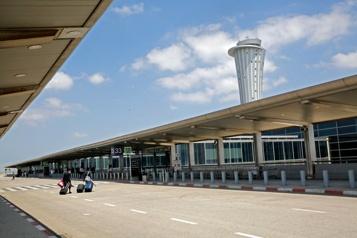 Le Hamas lance une roquette vers le deuxième aéroport d'Israël)