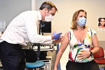 Flambée des contaminations Un Français sur deux complètement vacciné, le gouvernement presse le pas)