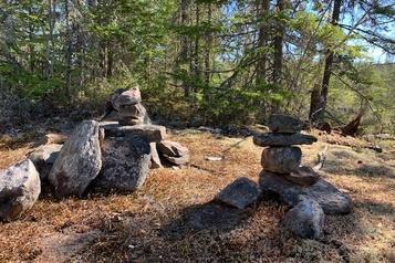 Le cairn, une boussole de pierres)