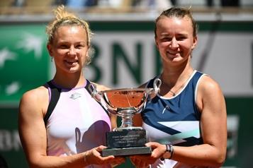 Roland-Garros Barbora Krejcikova réussit le doublé simple-double)
