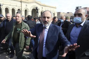 Arménie Le premier ministre dans la rue pour dénoncer une tentative de putsch)