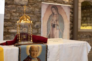 Des reliques saintes exposées à la cathédrale Marie-Reine-du-Monde