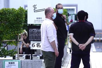 Carte postale à Tokyo L'enclos des fumeurs)