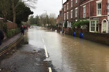 Tewkesbury, complètement inondée après la tempête Dennis