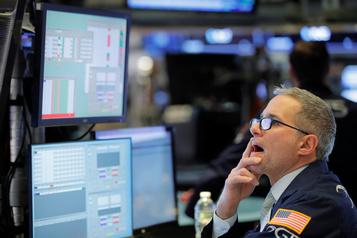 Wall Street, fragilisée par le virus chinois, termine en baisse