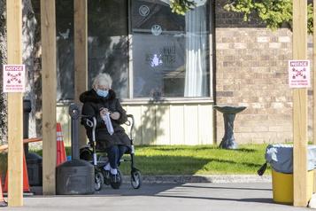 Ontario Les résidences pour aînés toujours vulnérables)