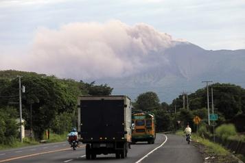 Nicaragua: le volcan Telica en éruption)