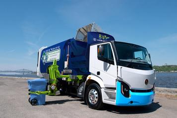 Collecte de matières résiduelles: un camion électrique fait au Québec)