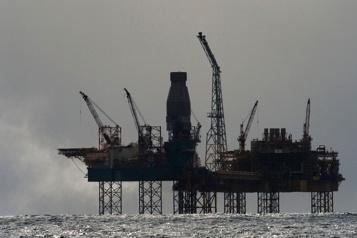 Le pétrole accuse le coup au lendemain des stocks américains)