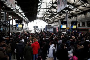 La France bloquée, l'épreuve du feu pour le gouvernement