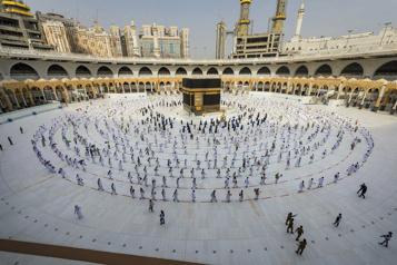 Arabie saoudite Le pèlerinage à LaMecque autorisé pour 60000résidants vaccinés)