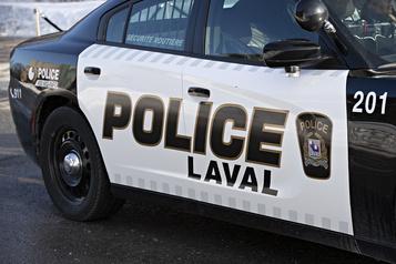 Laval: la police saisit près d'un demi-million en drogues, argent et véhicules )