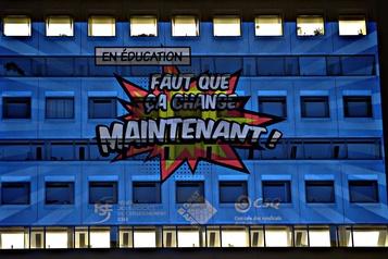 Renouvellement des conventions collectives Coup d'éclat des professeurs au complexe G de Québec)