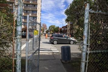 «Symbole négatif»  Coderre retirerait la clôture entre Parc-Extension et Mont-Royal)