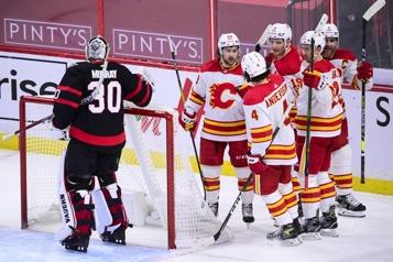 Les Flames freinent la série de victoires d'Ottawa)