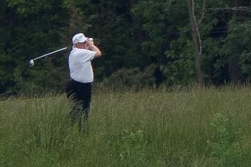 Trump s'indigne que ses sorties de golf soient traitées comme «un péché mortel»)