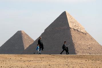 Le coronavirus menace le tourisme en Égypte)