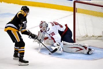 Les Penguins remportent leur première victoire de la saison)