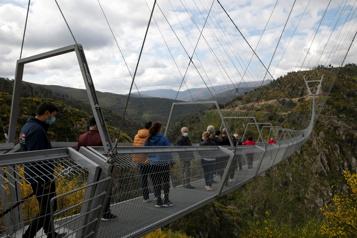 Le Portugal inaugure le pont pédestre suspendu le plus long du monde)
