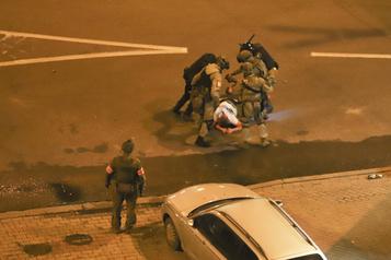 Biélorussie: un deuxième décès, le centre de Minsk bouclé)